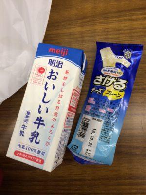 さけるチーズと牛乳